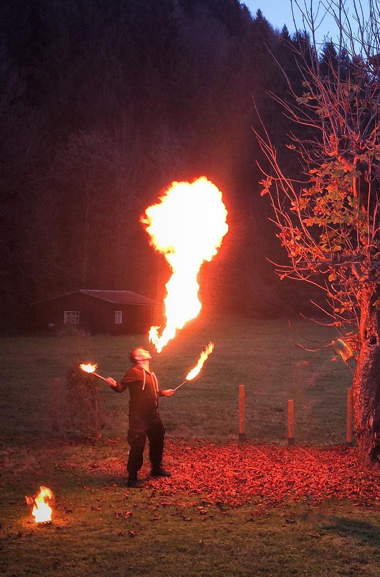 Oli beim Feuerspucken _Training